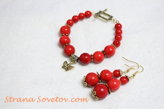 Master Class: A set of coral beads bracelet and earrings